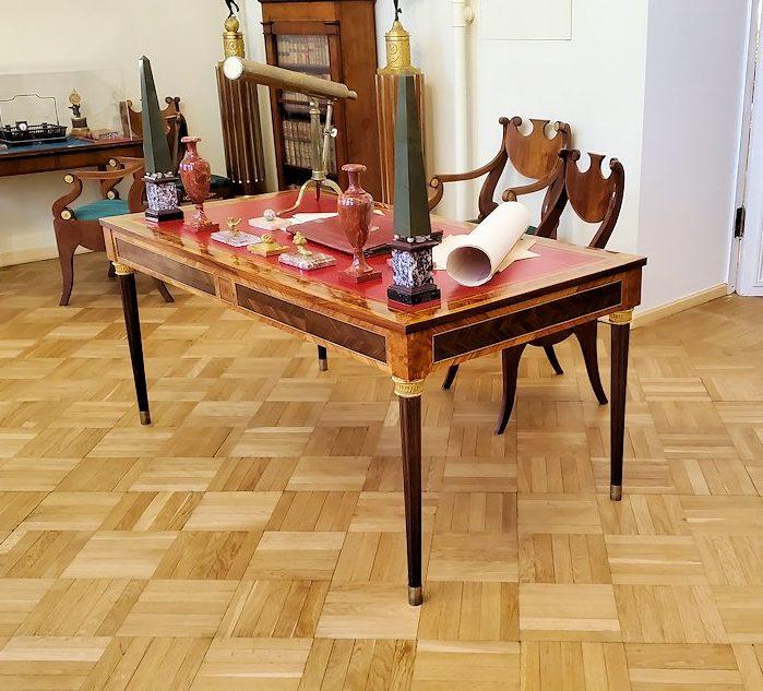 エカテリーナ宮殿の「絵画の書斎」に飾られていたテーブル