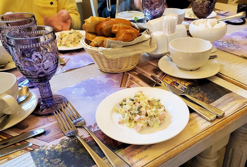 エカテリーナ宮殿近くのレストランで食事