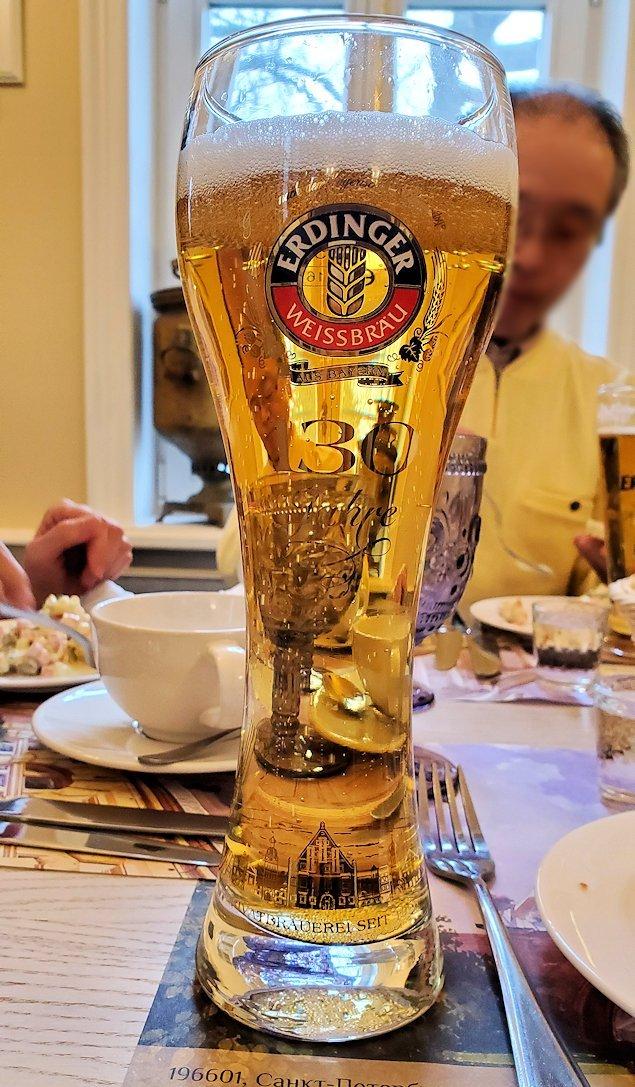 エカテリーナ宮殿近くのレストランで出てきたビール