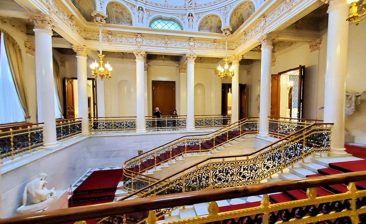 ファベルジェ博物館の入口階段上