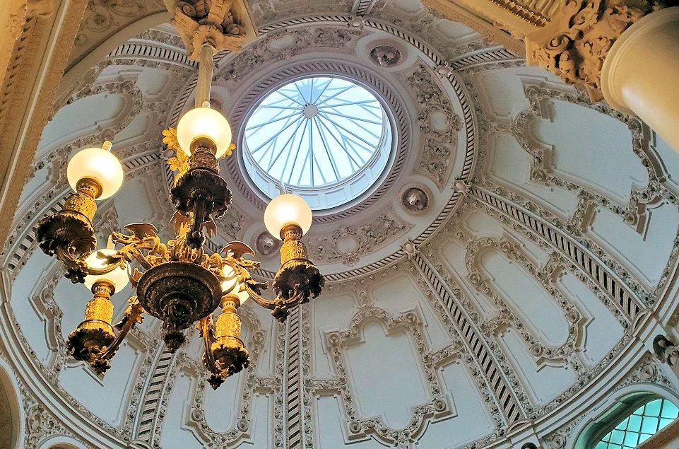 ファベルジェ博物館の入口上にあった天井