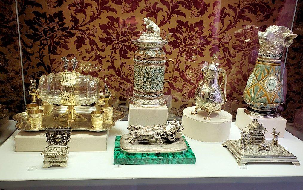 ファベルジェ博物館に置かれていた、豪華な装飾の調度品