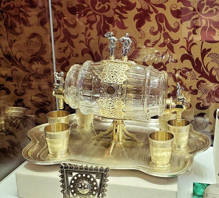 ファベルジェ博物館に置かれていた、豪華な装飾の調度品-1