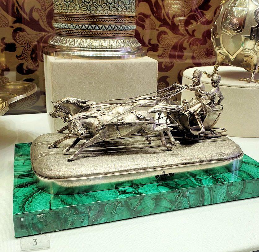 ファベルジェ博物館に置かれていた、豪華な装飾の文鎮