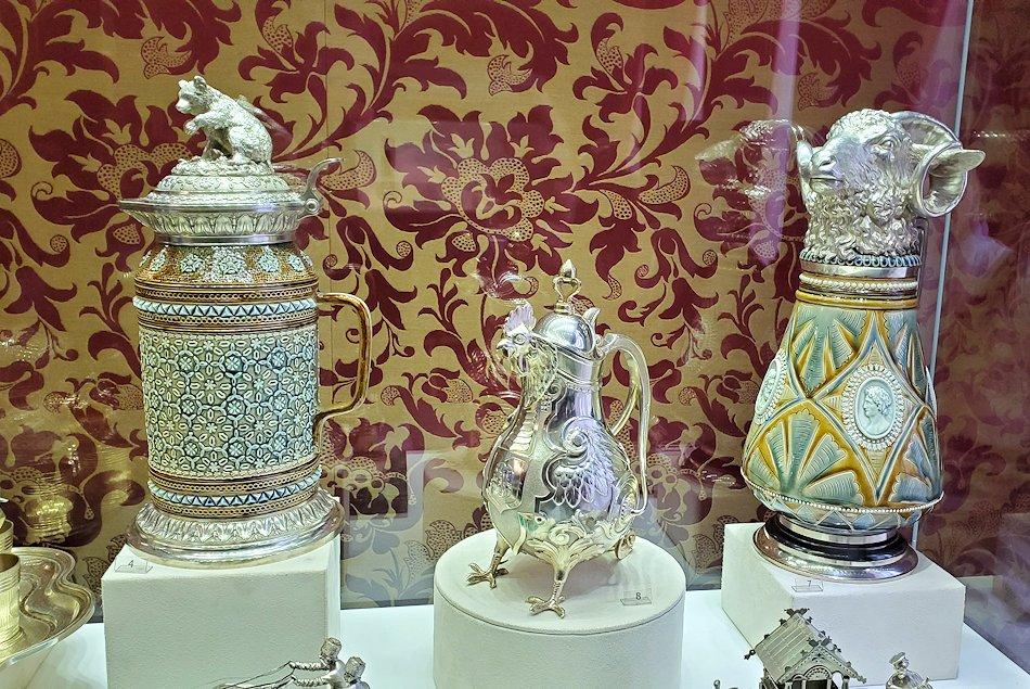 ファベルジェ博物館に置かれていた、豪華な装飾の水差し
