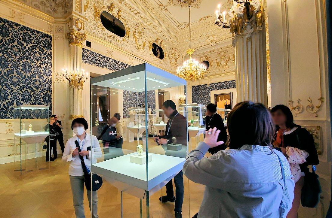ファベルジェ博物館に展示されているイースターエッグの部屋-1