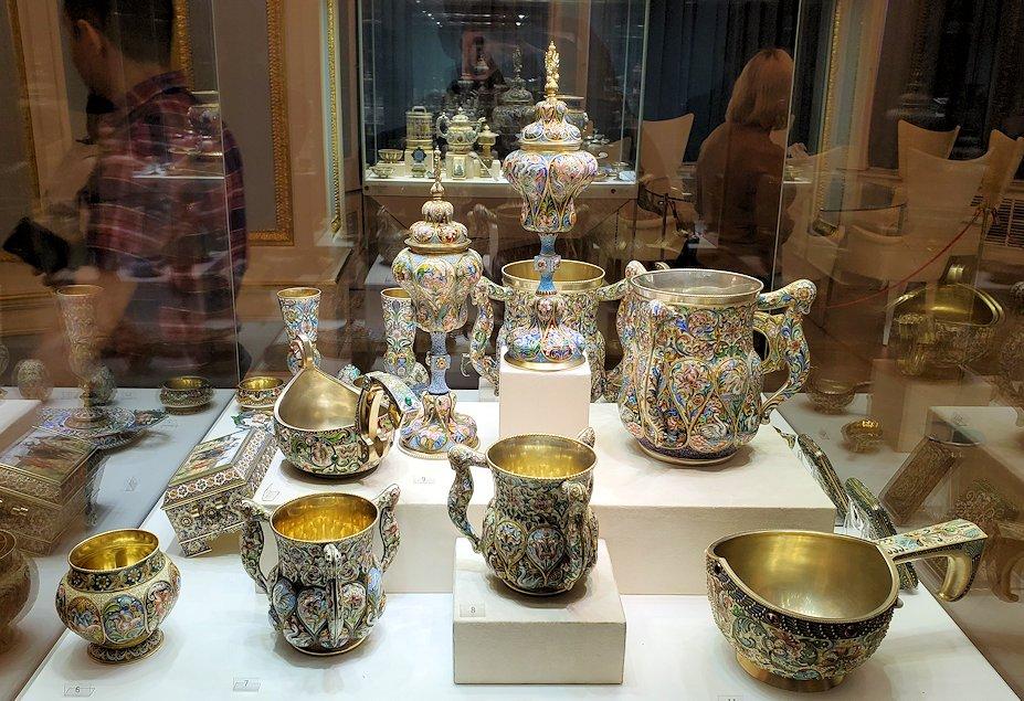 ファベルジェ博物館に展示されている豪華な品々