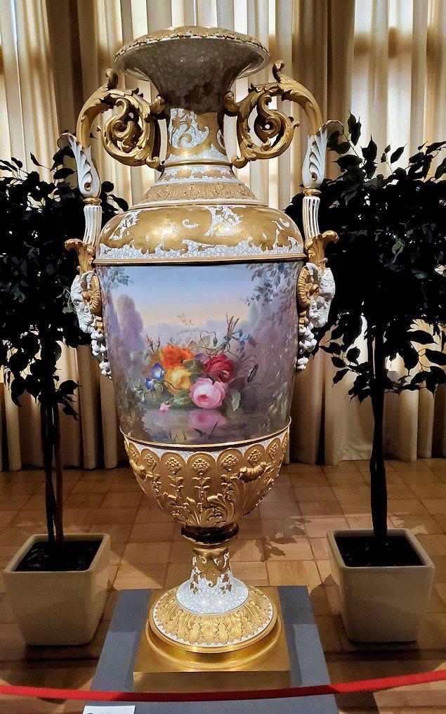 ファベルジュ博物館で再び絵画ルームに飾られている瓶