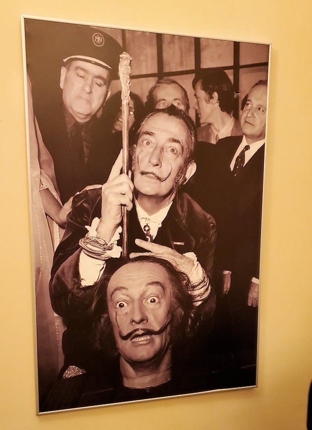 ファベルジュ博物館にあったダリのポスター