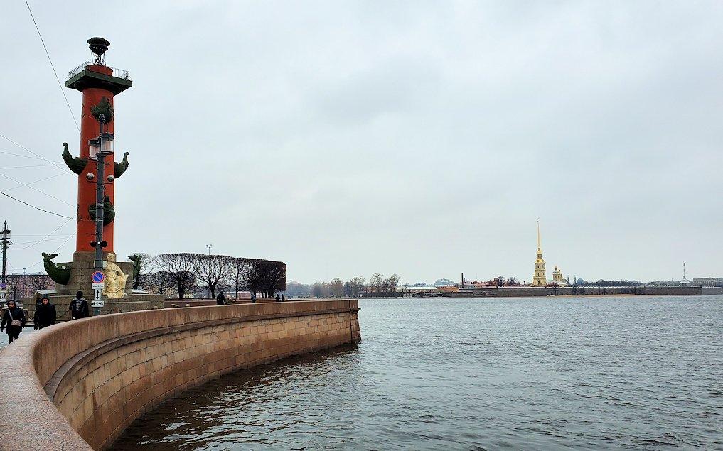 サンクトペテルブルク市内にある「ロストラ柱」を見学