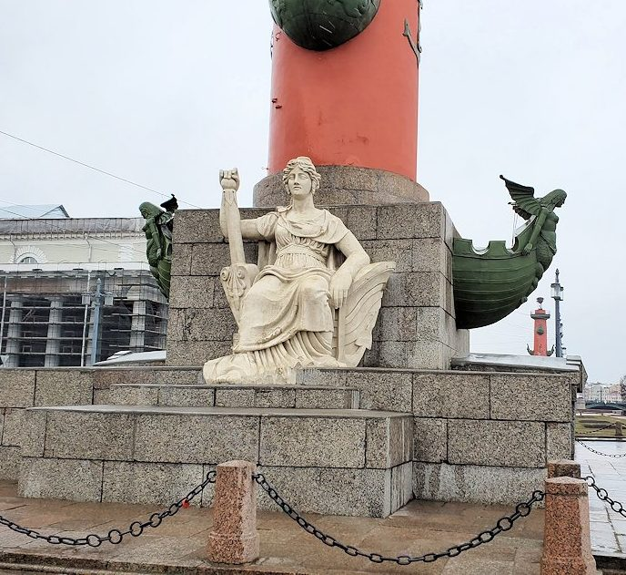 サンクトペテルブルク市内にある「ロストラ柱」を見学する-1