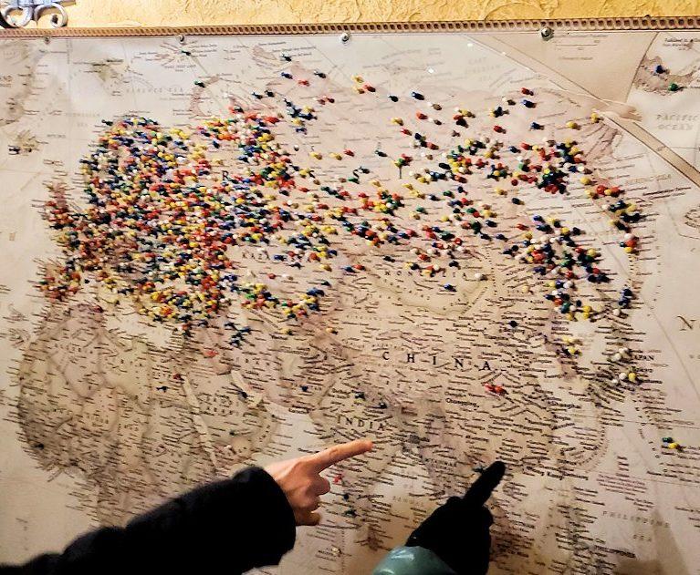 サンクトペテルブルク市内のビアホール【スタルゴロド】の入口にあった世界地図