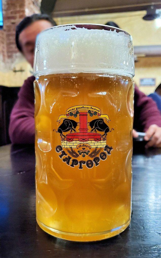 サンクトペテルブルク市内のビアホール【スタルゴロド】で注文した、1リットルのビール大