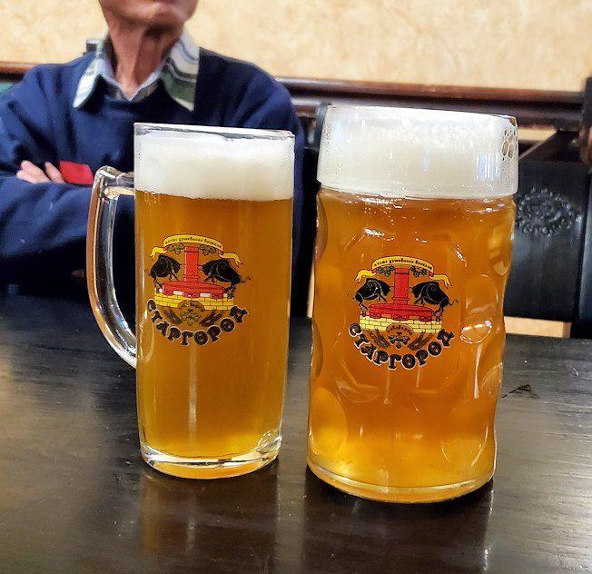サンクトペテルブルク市内のビアホール【スタルゴロド】で注文した、1リットルのビール大-1