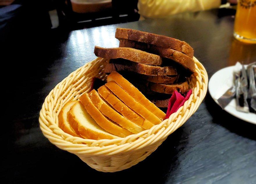 サンクトペテルブルク市内の【スタルゴロド】で出てきたパン