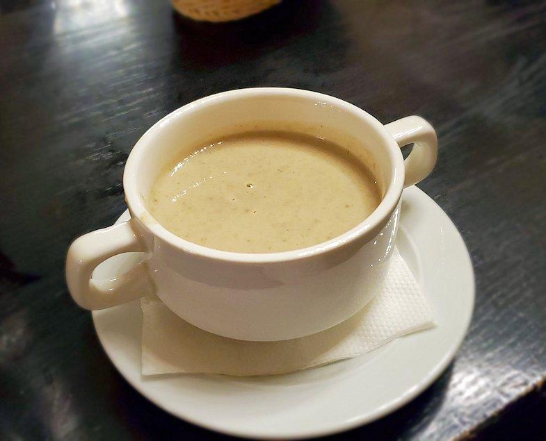 サンクトペテルブルク市内の【スタルゴロド】で出てきたマッシュルーム・スープ