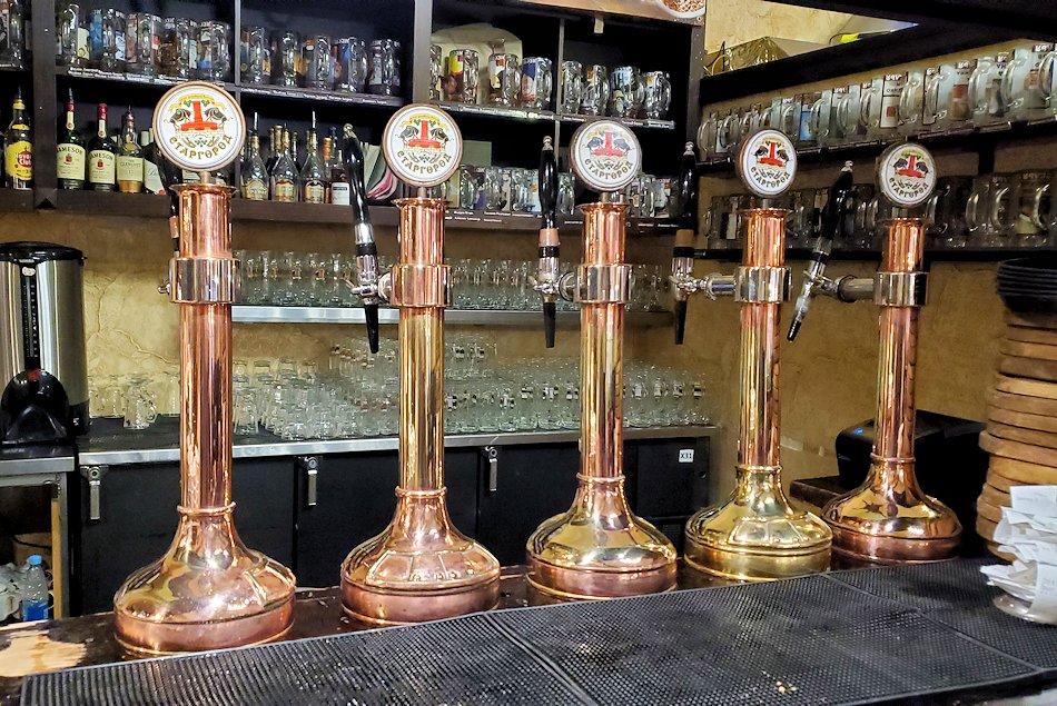 サンクトペテルブルク市内の【スタルゴロド】のビール継ぎ
