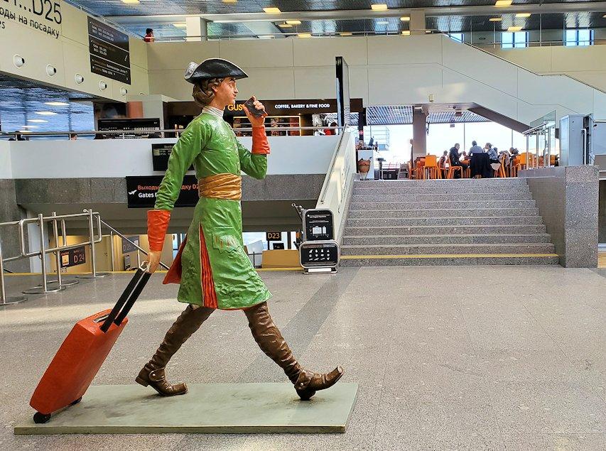 プルコヴォ空港内にあったピョートル大帝の像らしき置物