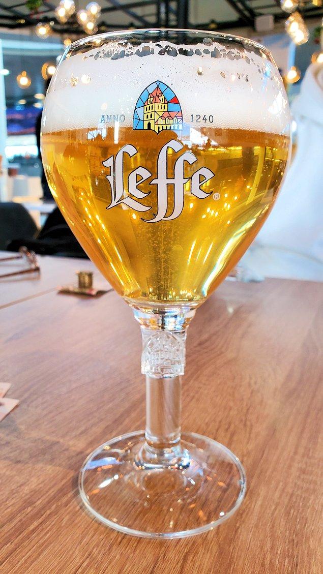 サンクトペテルブルグのプルコヴォ空港内を散策してビールを飲む