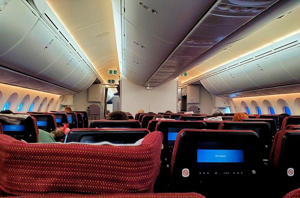 モスクワから成田へ飛ぶ、JALの飛行機内はガラガラ