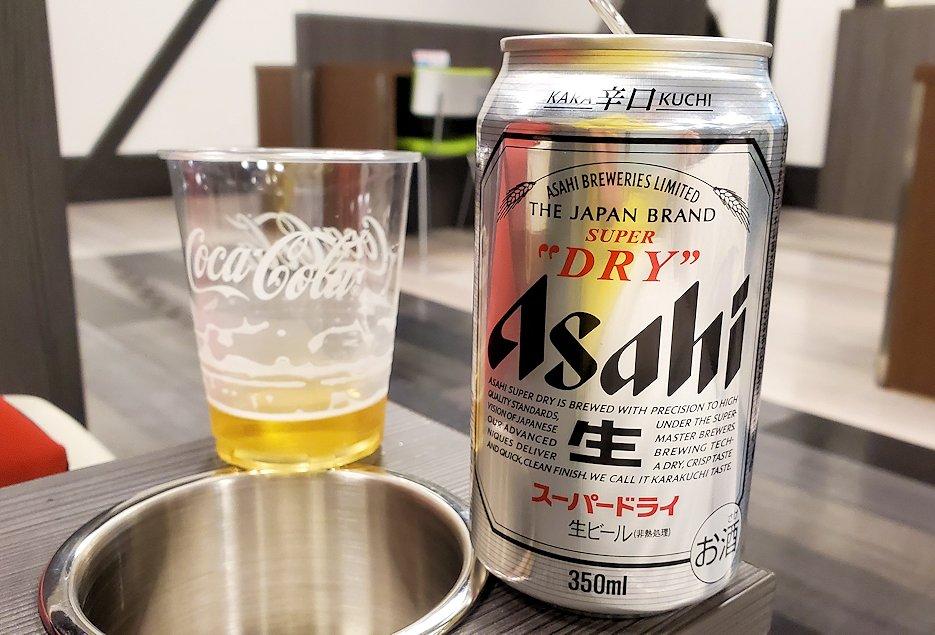 モスクワから成田空港に無事到着しラウンジで一杯飲む