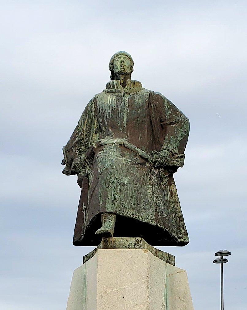 ポルトガルのヴィアナ・ド・カストロの街出身の探検家であるジョアン・アルヴァレス・ファグンデス (João Álvares Fagundes)という人物の像