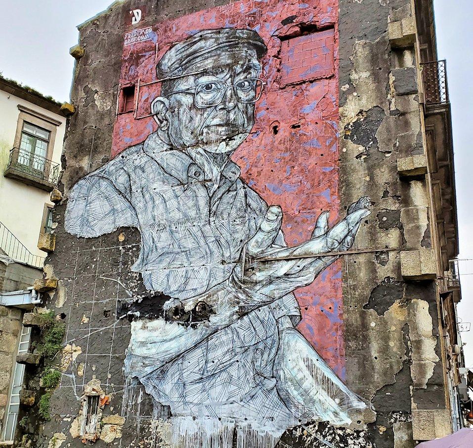 ポルトの街にあった壁画アートのひとつ、オジサンの絵