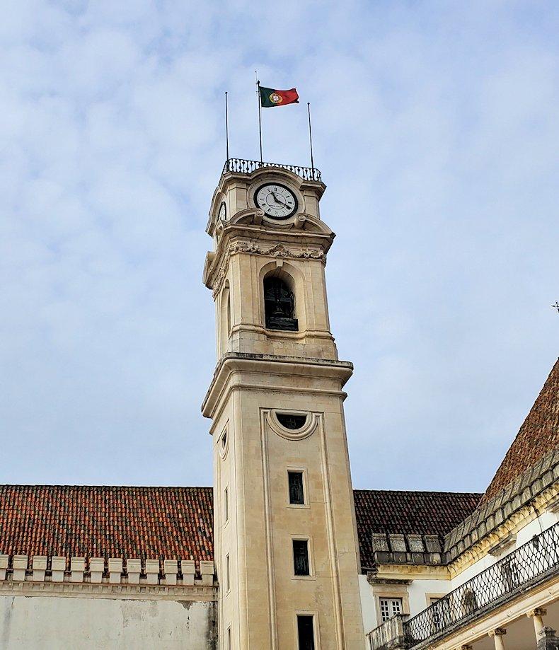 ポルトガルのコインブラ大学の建物の中でも、特に高いこの「時計の塔」
