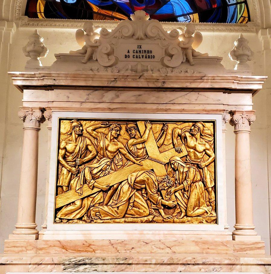ポルトガルの聖地ファティマの大聖堂内に置かれていた、イエスキリストのレリーフ2枚目