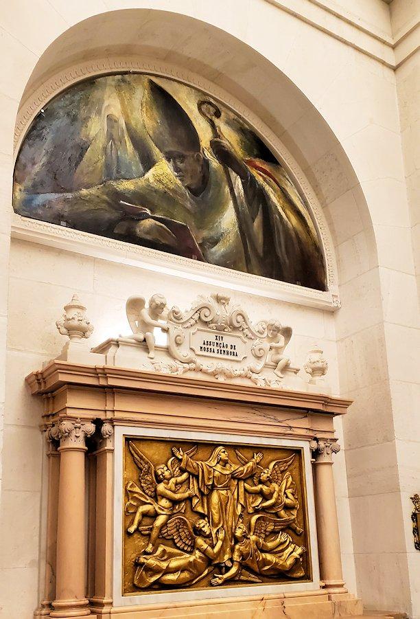 ポルトガルの聖地ファティマの大聖堂内に置かれていた、イエスキリストのレリーフ7枚目