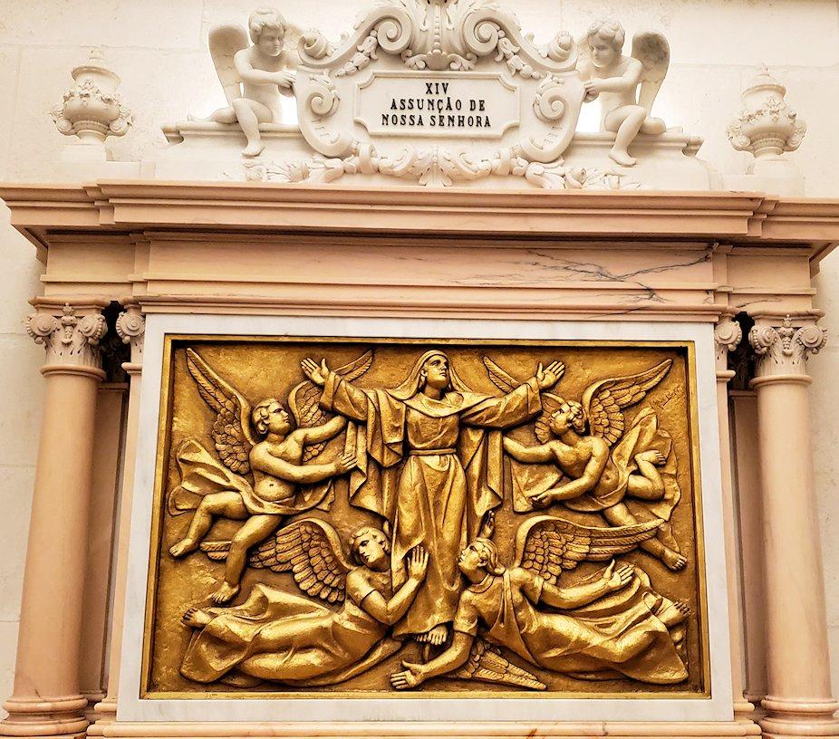 ポルトガルの聖地ファティマの大聖堂内に置かれていた、イエスキリストのレリーフ8枚目