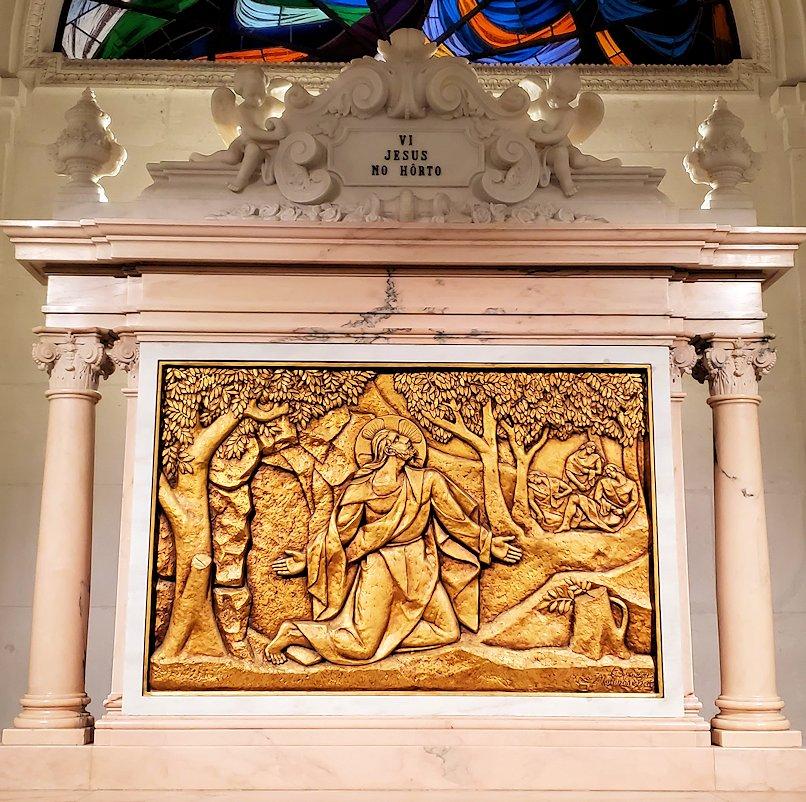 ポルトガルの聖地ファティマの大聖堂内に置かれていた、イエスキリストのレリーフ12枚目