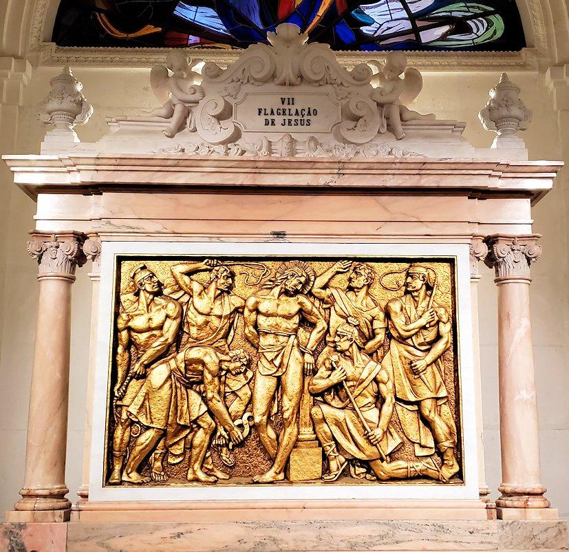 ポルトガルの聖地ファティマの大聖堂内に置かれていた、イエスキリストのレリーフ13枚目