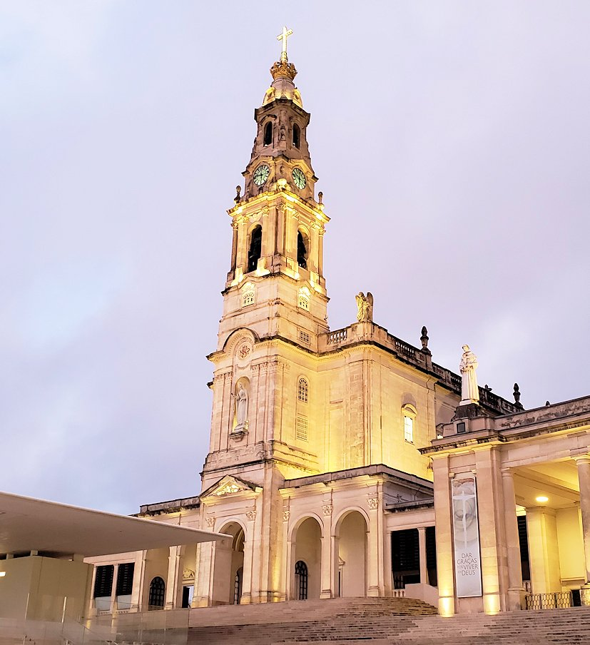 ポルトガルの聖地ファティマの大聖堂の外観写真