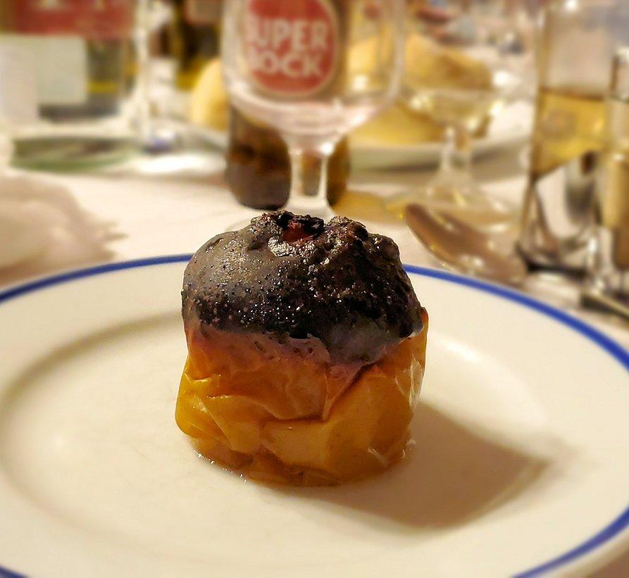 ポルトガルの聖地ファティマにある、元修道院レストランで出てきたデザートのアップルパイ-2