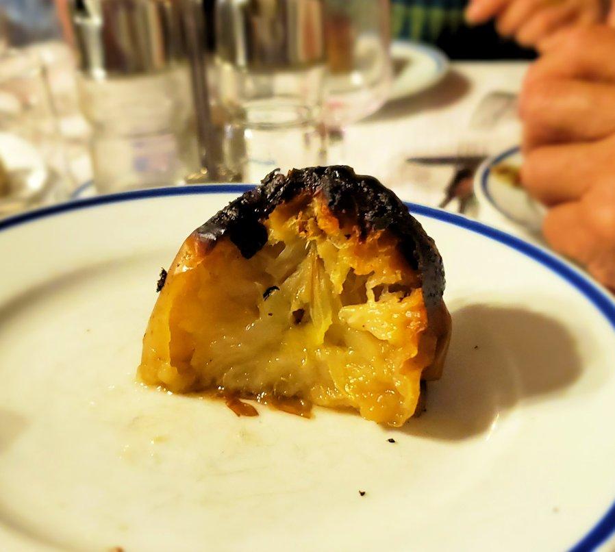 ポルトガルの聖地ファティマにある、元修道院レストランで出てきたデザートのアップルパイ