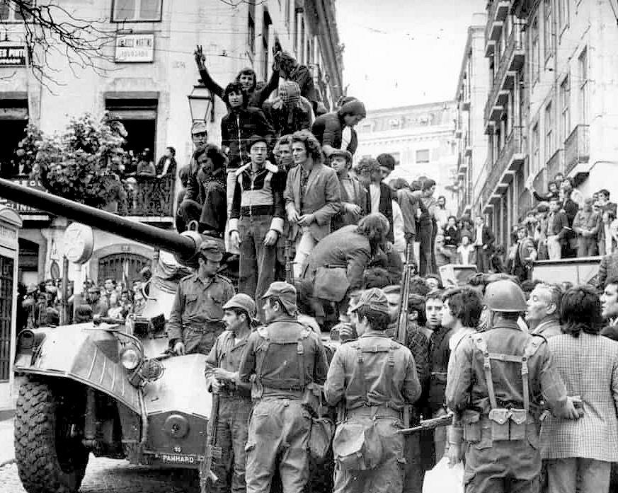 1974年4月25日 カーネーション革命(Revolução dos Cravos)