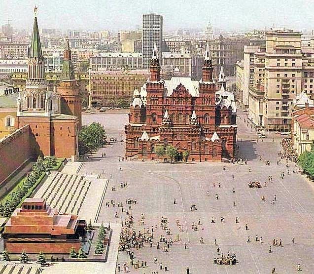「ヴァスクレセンスキー門」(Воскресенские ворота)が取り壊されている時代の写真