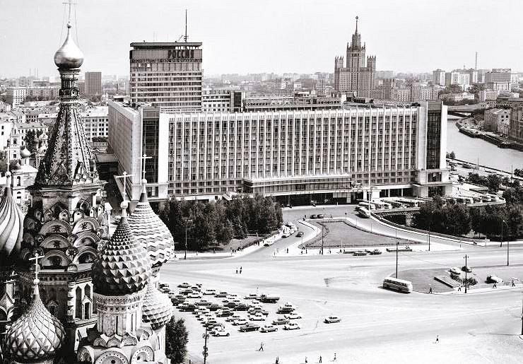 建設当時は世界最大だった、モスクワ市内のクレムリン・赤の広場横に造られていたロシア・ホテル(Россия)の写真