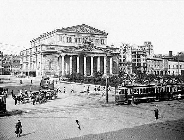昔のモスクワ市内にあったボリショイ劇場周辺の広場の様子