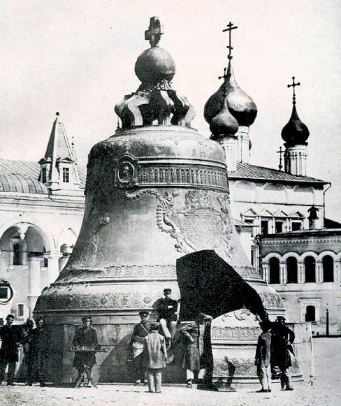 現存する世界最大の鐘である「鐘の王様(ツァーリ・コロコル:Царь–колокол)」はモスクワのクレムリン内に置かれている
