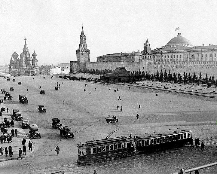 赤の広場で路面電車が走っていた時代の写真