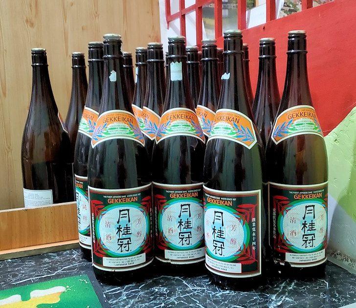 レストランの「SAKURA(さくら)」で置かれていた、月桂冠のボトル