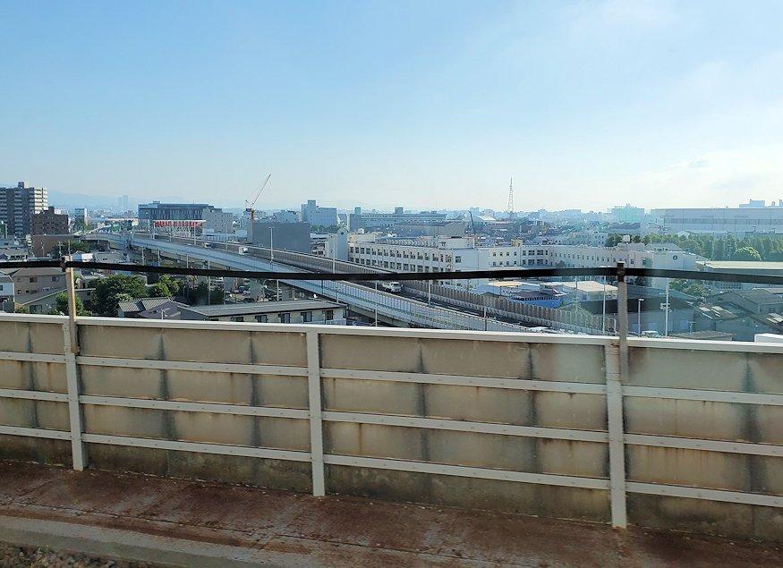 北球種へ向かう新幹線内から見えた景色