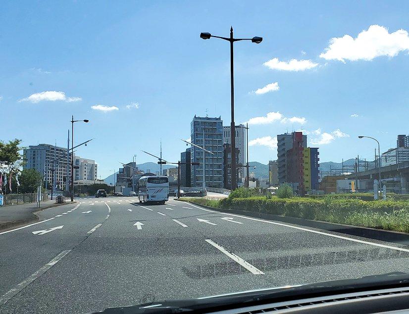 北九州市小倉駅から、門司港付近へと向かう車の中から見えた景色