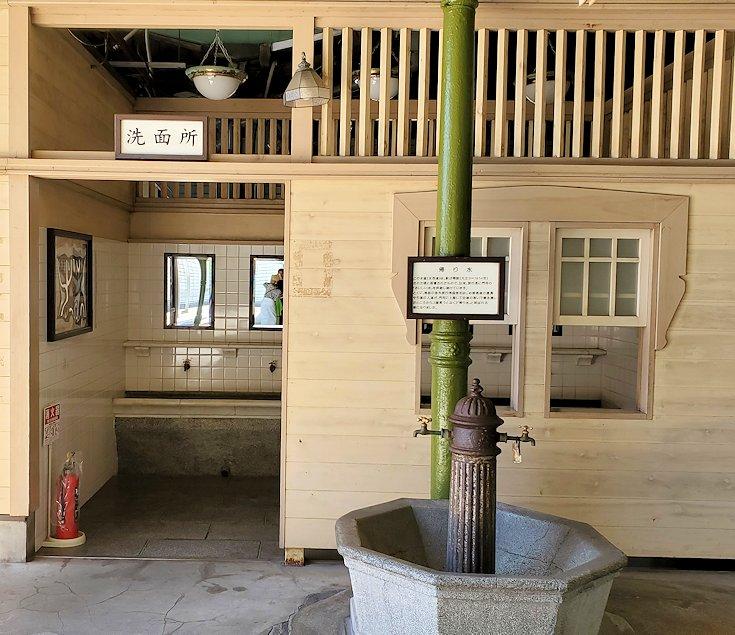 北九州市門司港にある、門司港駅の構内にある歴史ある手洗い場