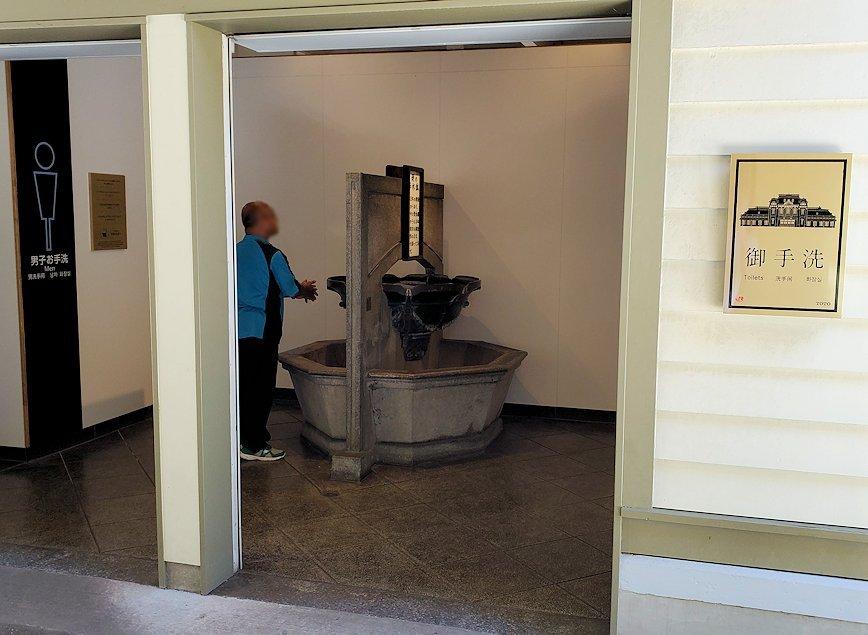 北九州市門司港にある、門司港駅の構内にある歴史ある手洗い場-2