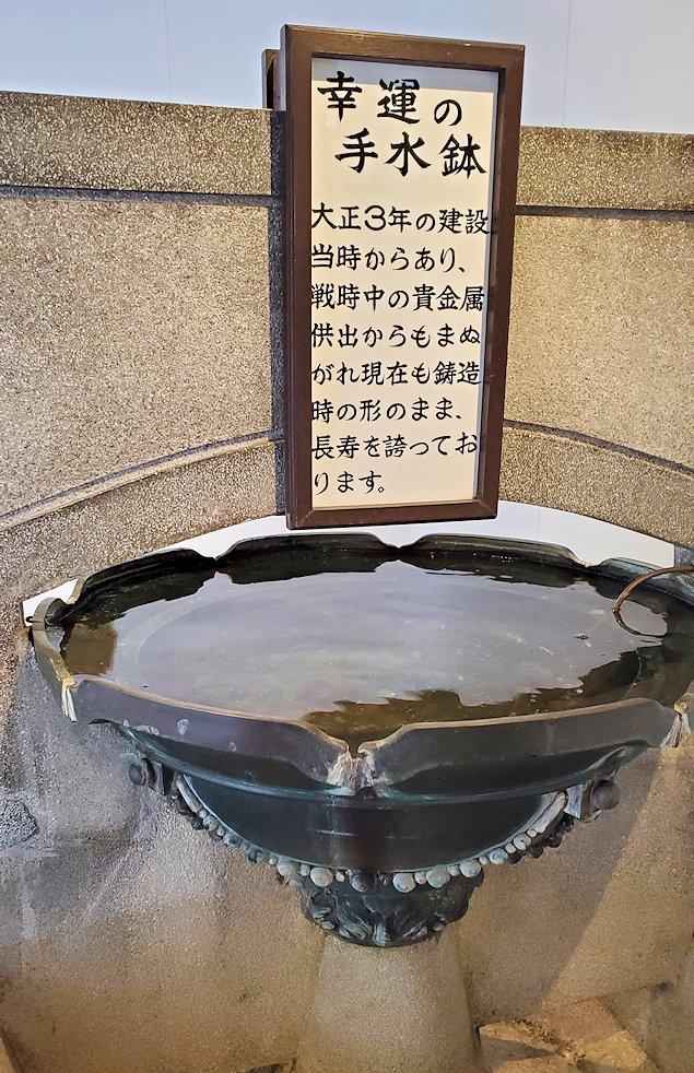 北九州市門司港にある、門司港駅の構内にある歴史ある手洗い場の写真
