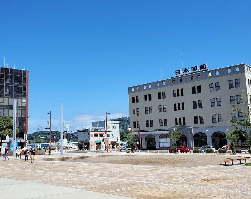 北九州市門司港にある、門司港駅前の広場の景色
