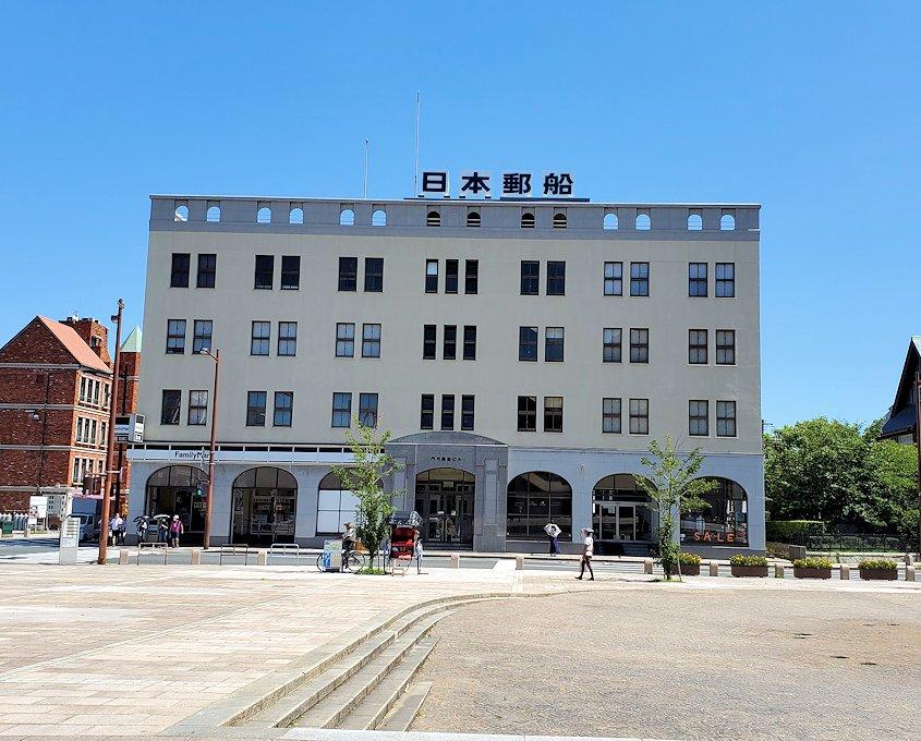 北九州市門司港にある、門司港駅前の広場の景色-2
